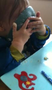 Notlügen Kind in der Schüssel Essen Saukraum Kinder kleckern Beikost