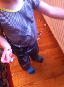 Kind kleckert, mit Milch gekleckert, Kind umziehen