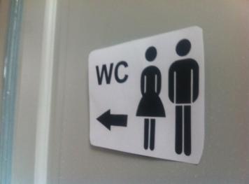 mit kindern auf ffentliche toiletten nicht die klob rste anfassen ganz normale mama. Black Bedroom Furniture Sets. Home Design Ideas