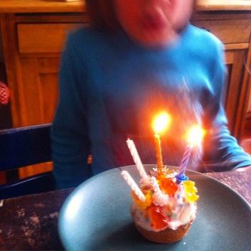 Geburtstagskuchen, Kindergeburtstag, Kerzen auspusten