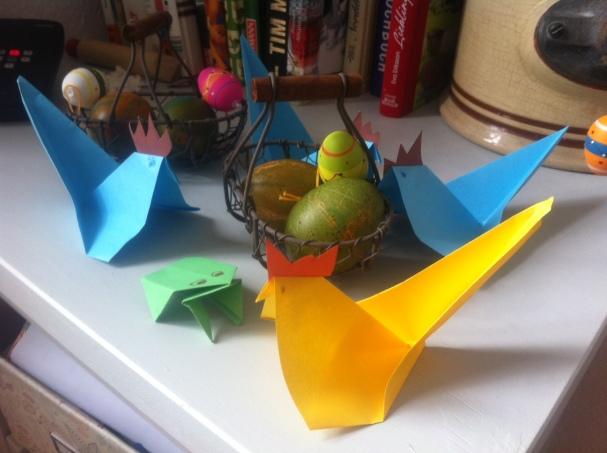 Basteln f r ostern kinderleichte origami h hner ganz - Osterdeko kindergarten ...