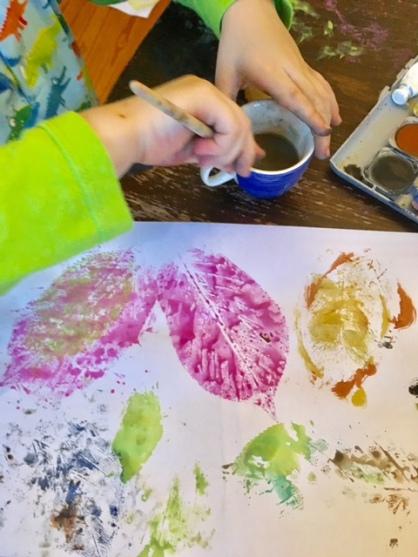 Stempeln mit Blättern: Kreative Ideen für das Tuschen mit Wasserfarbe