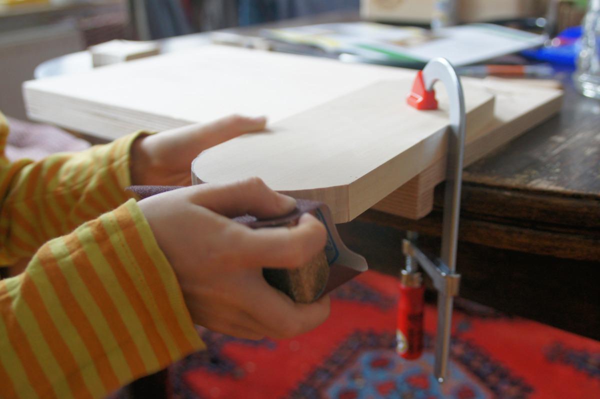 tipps f r das holzarbeiten mit kindern ganz normale mama. Black Bedroom Furniture Sets. Home Design Ideas
