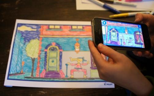 Das interaktive Malbuch My Frix Book von Frixion wird am Ende per App zum Leben erweckt. Kreativ mit Kindern mal anders und mit radierbaren Filzstiften eine lustige Beschäftigung.