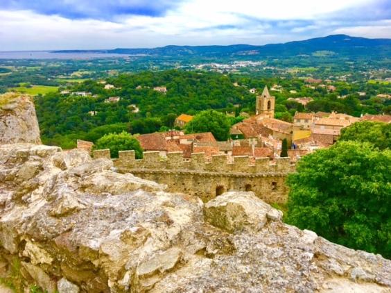 Grimaud lohnt einen Ausflug an der cote d'Azur und bietet einen tollen Ausblick auf St. Tropez