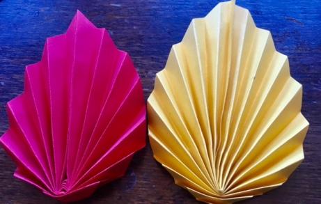 Origami-Herbstblätter. Herbstedeko ganz einfach falten. Basteln für den Herbst. #herbst #basteln