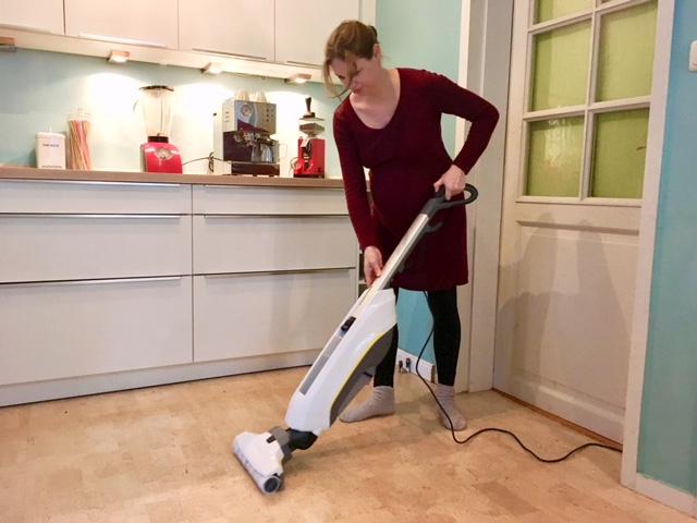 mama testet haushaltshelfer saugen und wischen in einem schritt mit dem k rcher. Black Bedroom Furniture Sets. Home Design Ideas