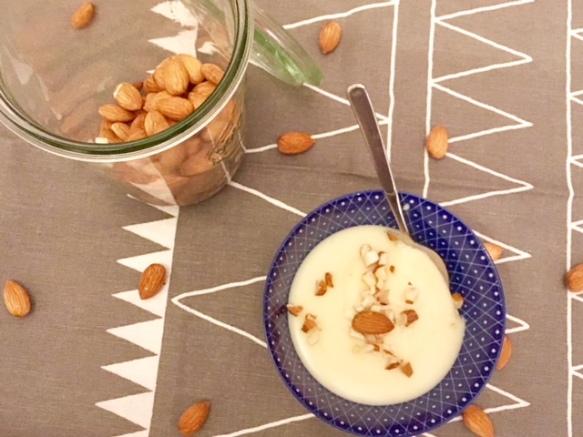 Schnelles Rezept für selbstgekochten Schokopudding mit weißer Schokolade - kann auch mit Zartbitterschokolade gekocht werden. Ein leckerer Nachtisch!