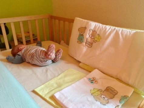 ein beistellbett in das die babys l nger als 6 monate passen wie ich bei tausendkind f ndig. Black Bedroom Furniture Sets. Home Design Ideas